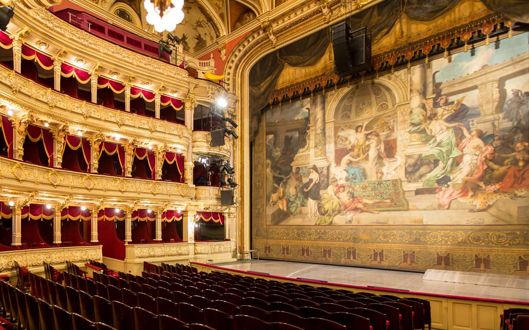 Kurtyny Teatru Słowackiego w Krakowie