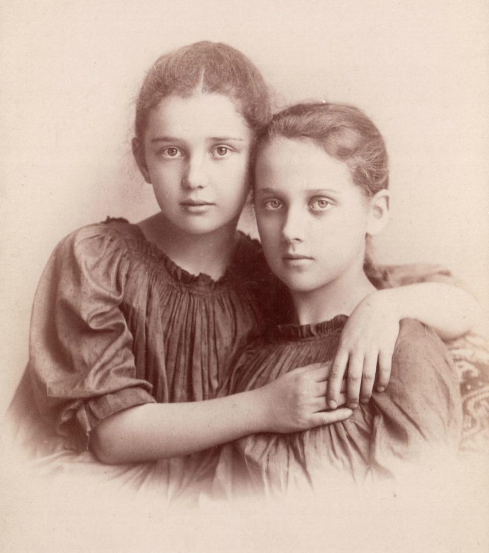 """Zofia i Maria Pareńskie, źródło: M. Śliwińska, """"Muzy Młodej Polski"""""""