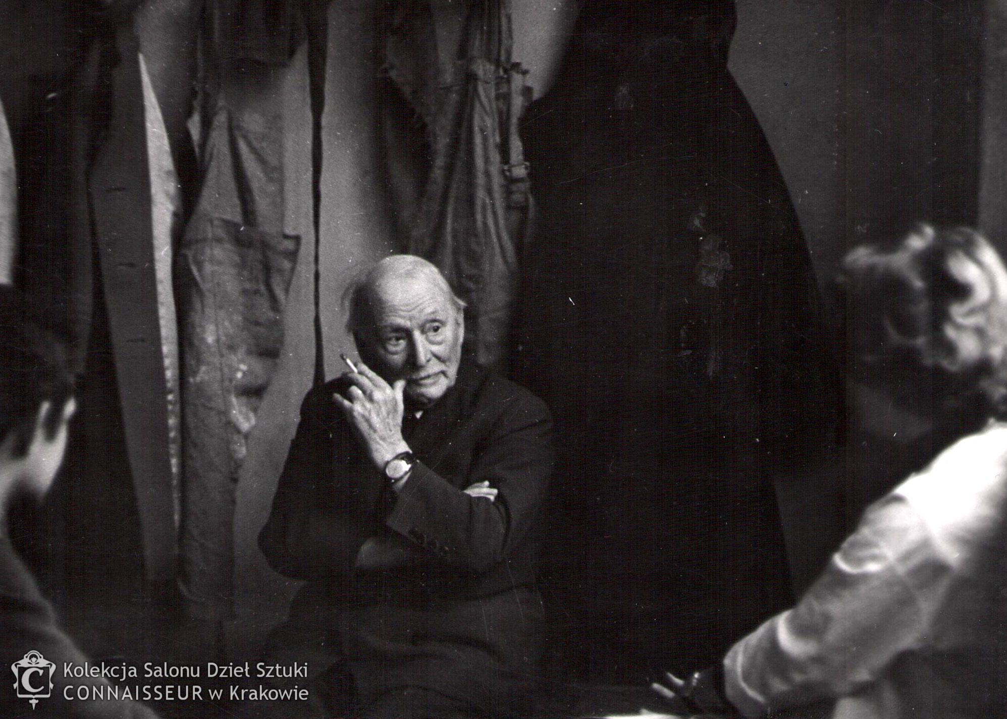 Xawery Dunikowski ze studentami, źródło: Salon Dzieł Sztuki Connaisseur