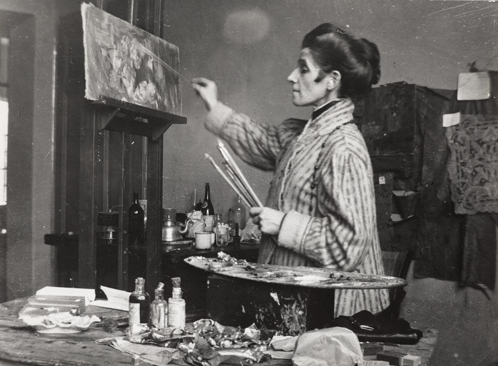 Olga Boznańska w pracowni w Krakowie, ok. 1920 roku, źródło: Muzeum Narodowe w Warszawie
