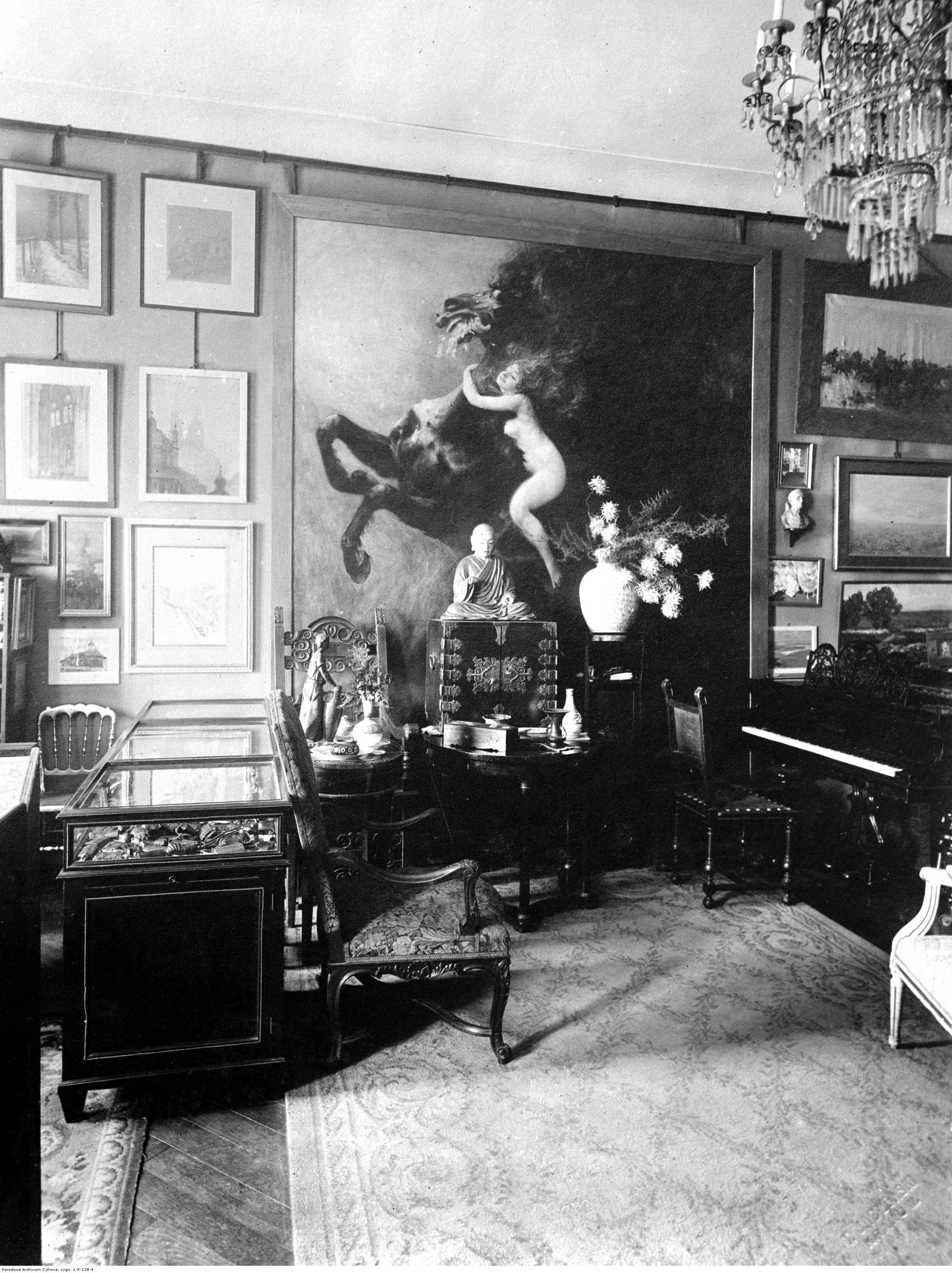 Zbiory Feliksa Jasieńskiego w jego prywatnym mieszkaniu, 1926 rok, źródło: Narodowe Archiwum Cyfrowe