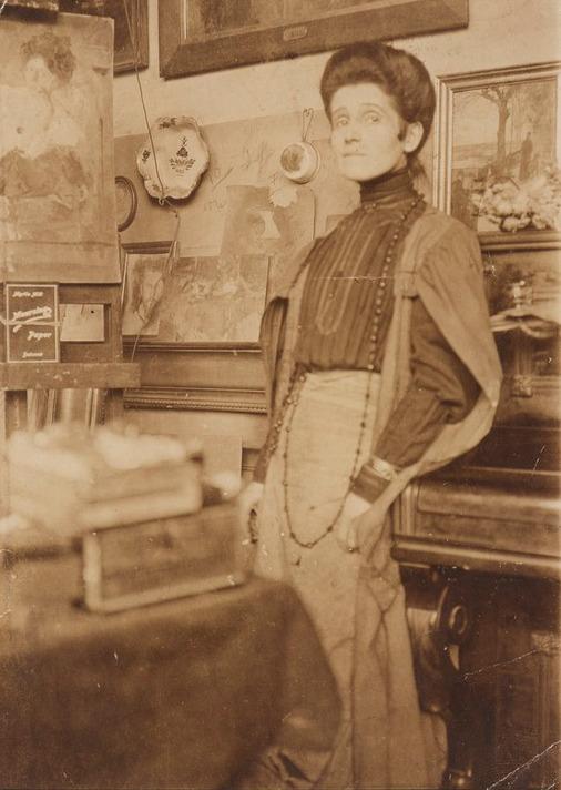 Olga Boznańska w paryskiej pracowni, około 1900 roku, źródło: Association Bibliothèque Polonaise de Paris