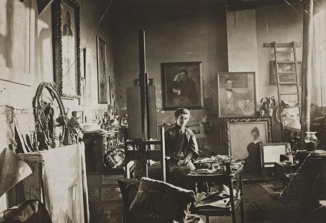 Olga Boznańska w paryskiej pracowni, około 1910 roku, źródło: Association Bibliothèque Polonaise de Paris