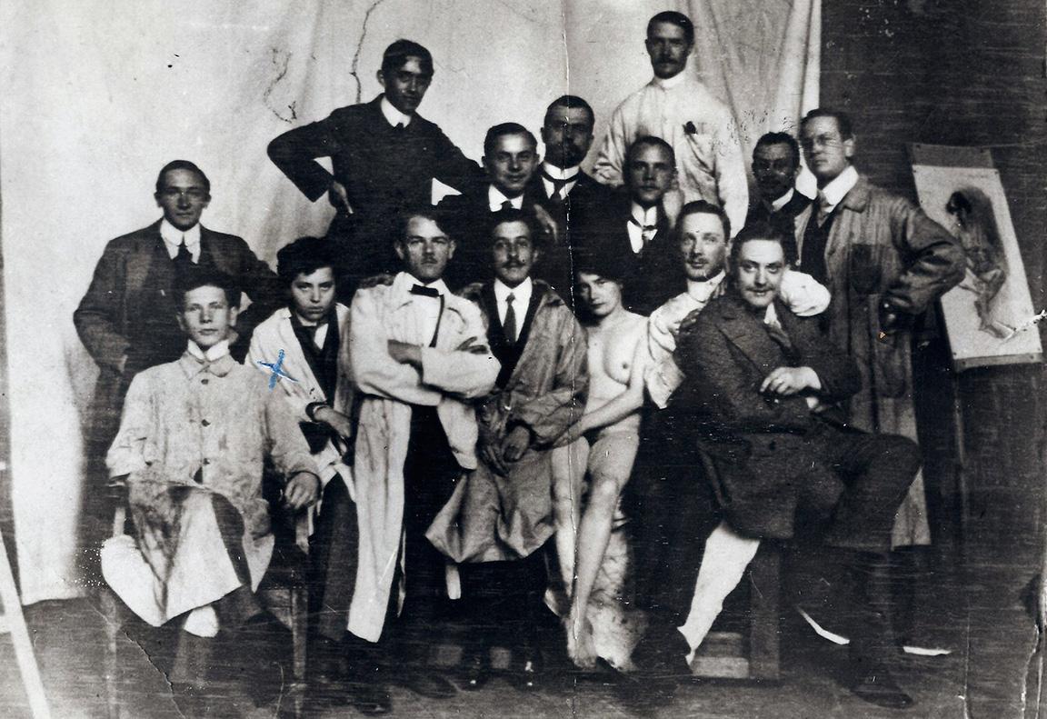 Zofia Stryjeńska jako Tadeusz Grzymała w monachijskiej Akademii (zaznaczona krzyżykiem), lata 1911-1912, źródło: culture.pl