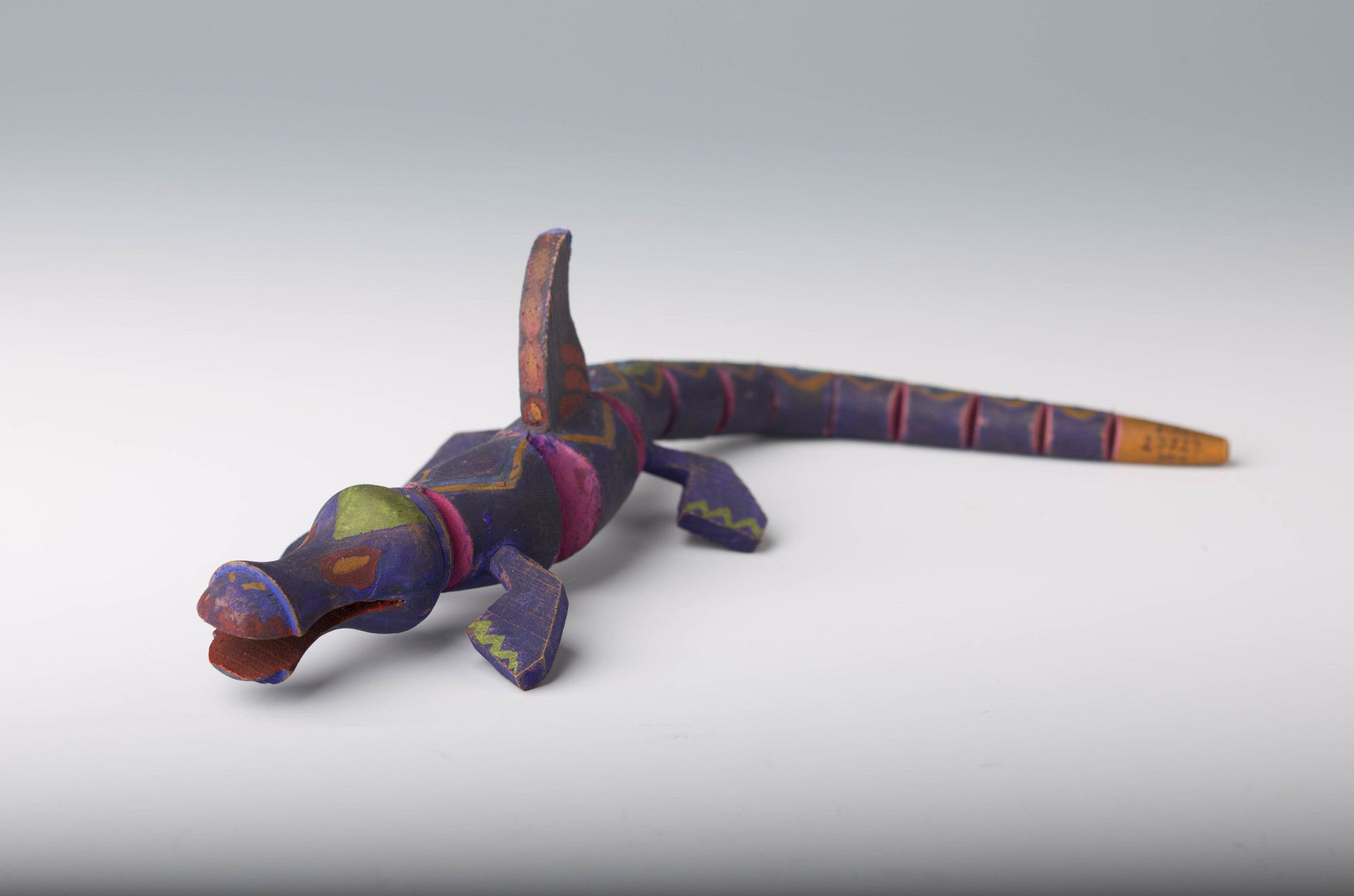 Zabawka-smok według projektu Zofii Stryjeńskiej dla Warszatów Krakowskich, źródło: Muzeum Etnograficzne w Krakowie
