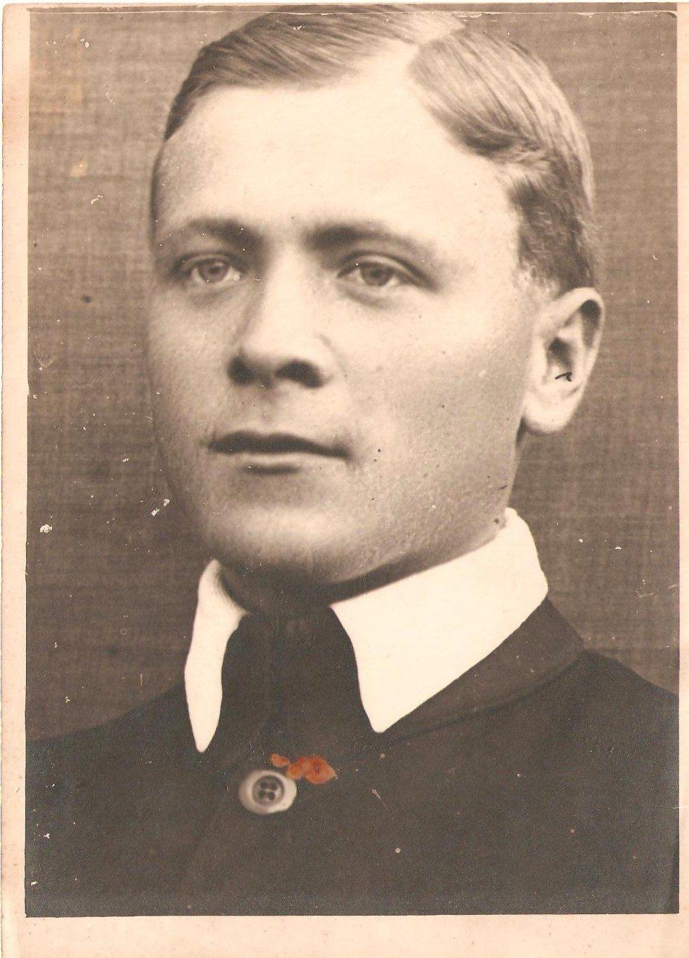 Edmund Monsiel w młodości, źródło: archiwum rodziny
