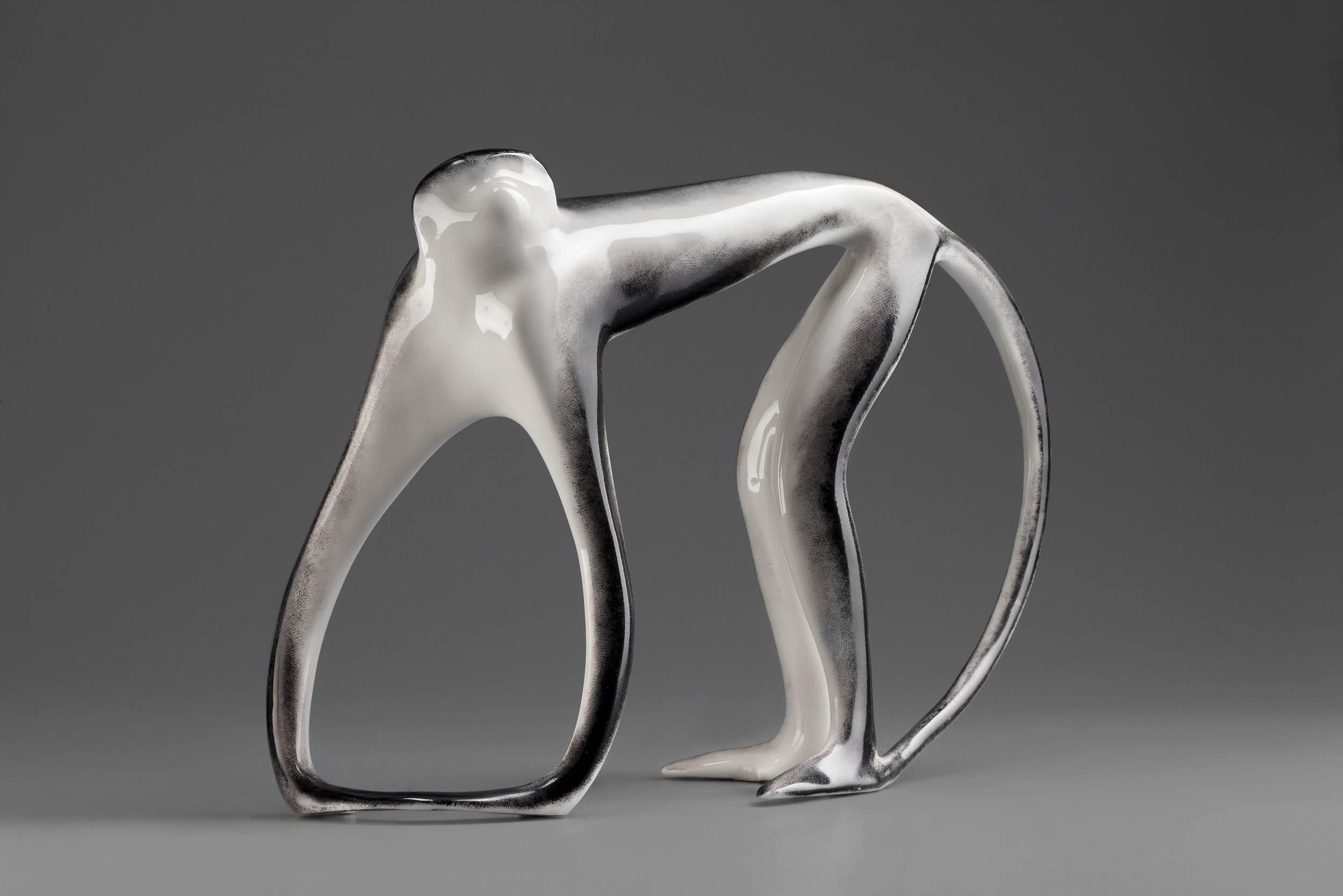 """Z czasem forma uległa uproszczeniu i charakterystycznej dla wyrobów New Look syntetyzacji. """"Gibbon"""" projektu Hanny Orthwein, źródło: Muzeum Narodowe w Warszawie"""