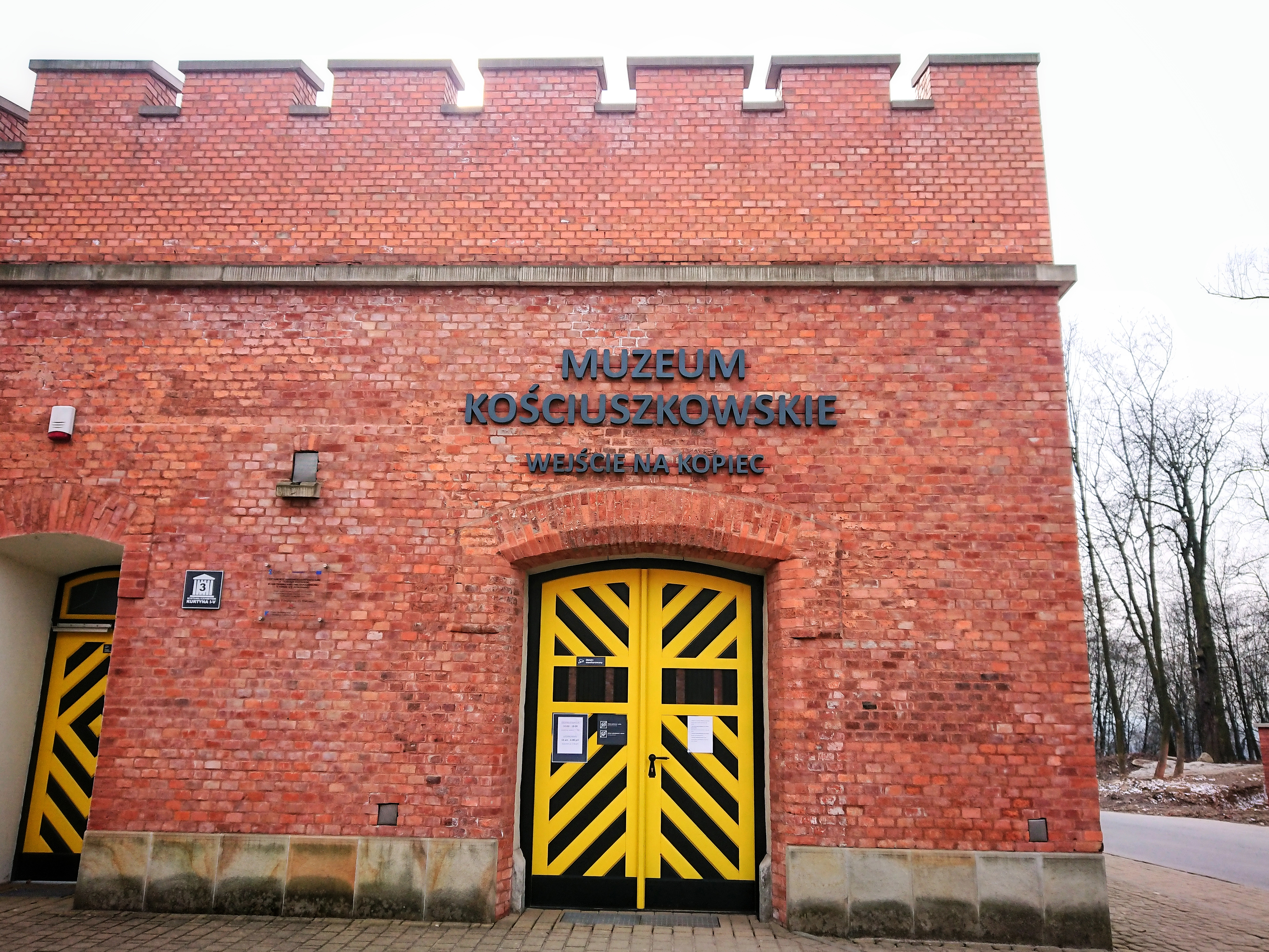 Wejście do Muzeum Kościuszkowskiego przy Kopcu Kościuszki, źródło: archiwum autorki