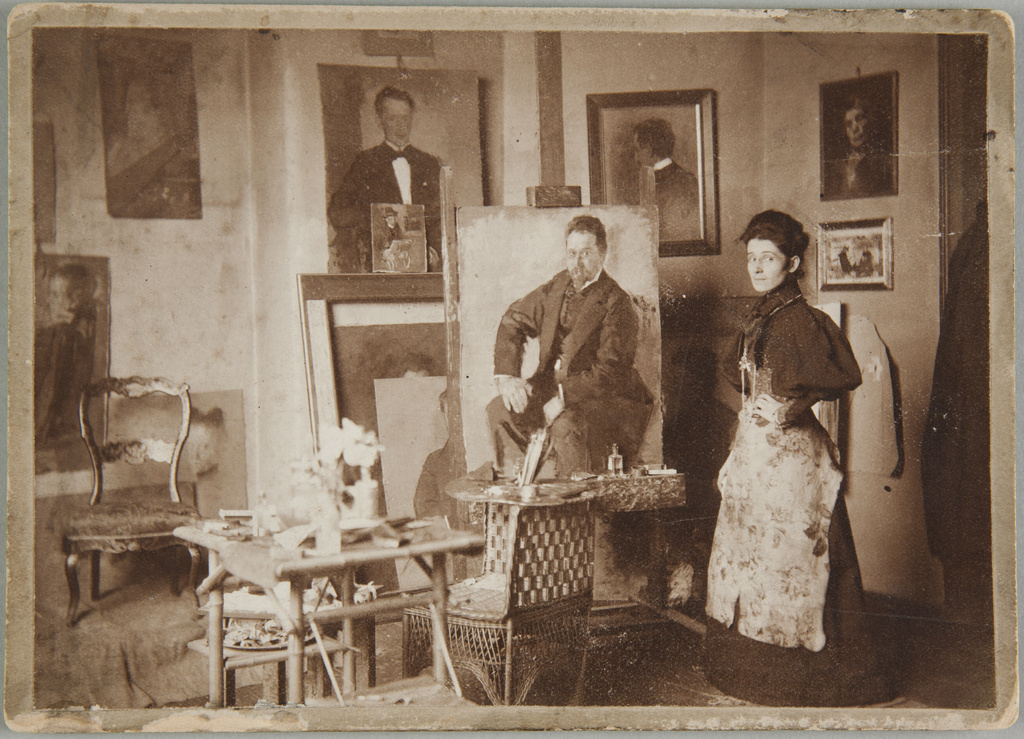 Olga Boznańska w monachijskiej pracowni, około 1896 roku, źródło: Muzeum Narodowe w Krakowie