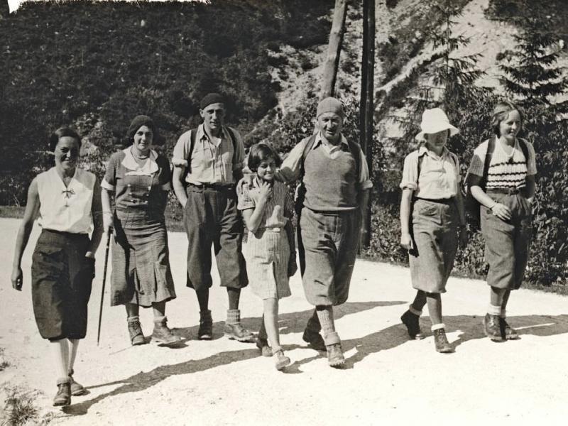 Wycieczka w Tatrach. Trzeci od lewej Józef Oppenheim; Wanda idzie pierwsza z lewej, źródło: Muzeum Tatrzańskie w Zakopanem