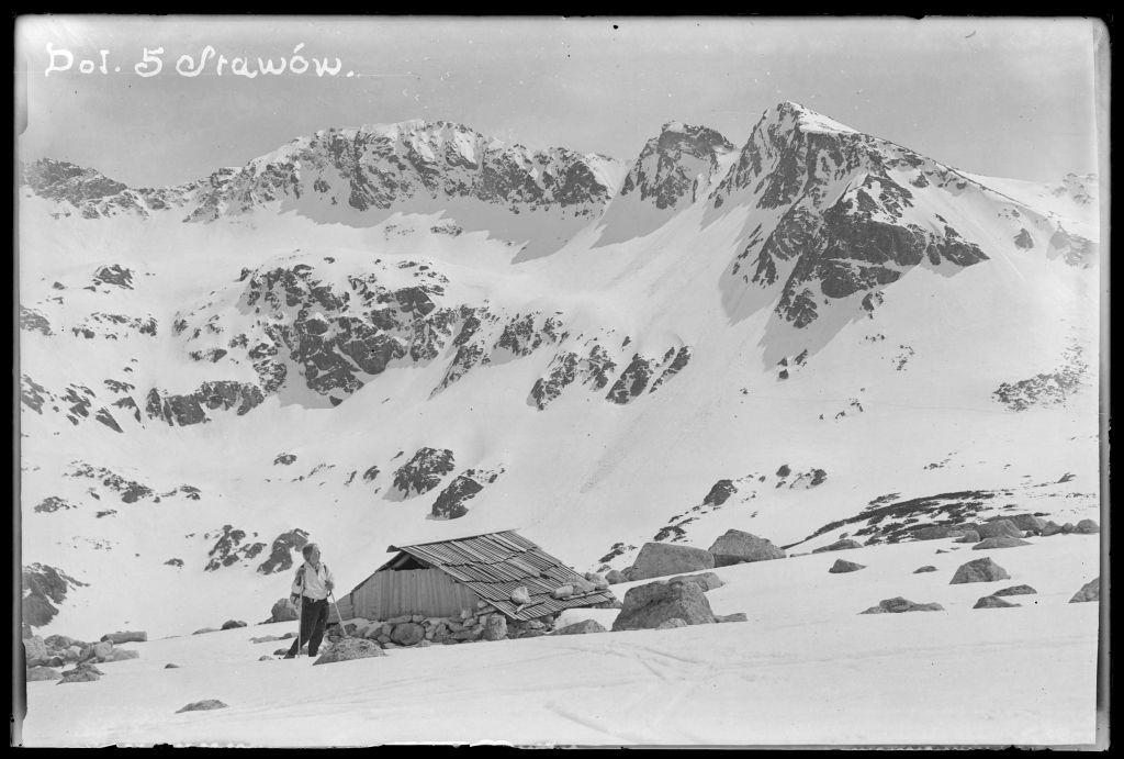 Wanda Gentil-Tippenhauer na nartach w Dolinie Pięciu Stawów, źródło: Muzeum Tatrzańskie w Zakopanem