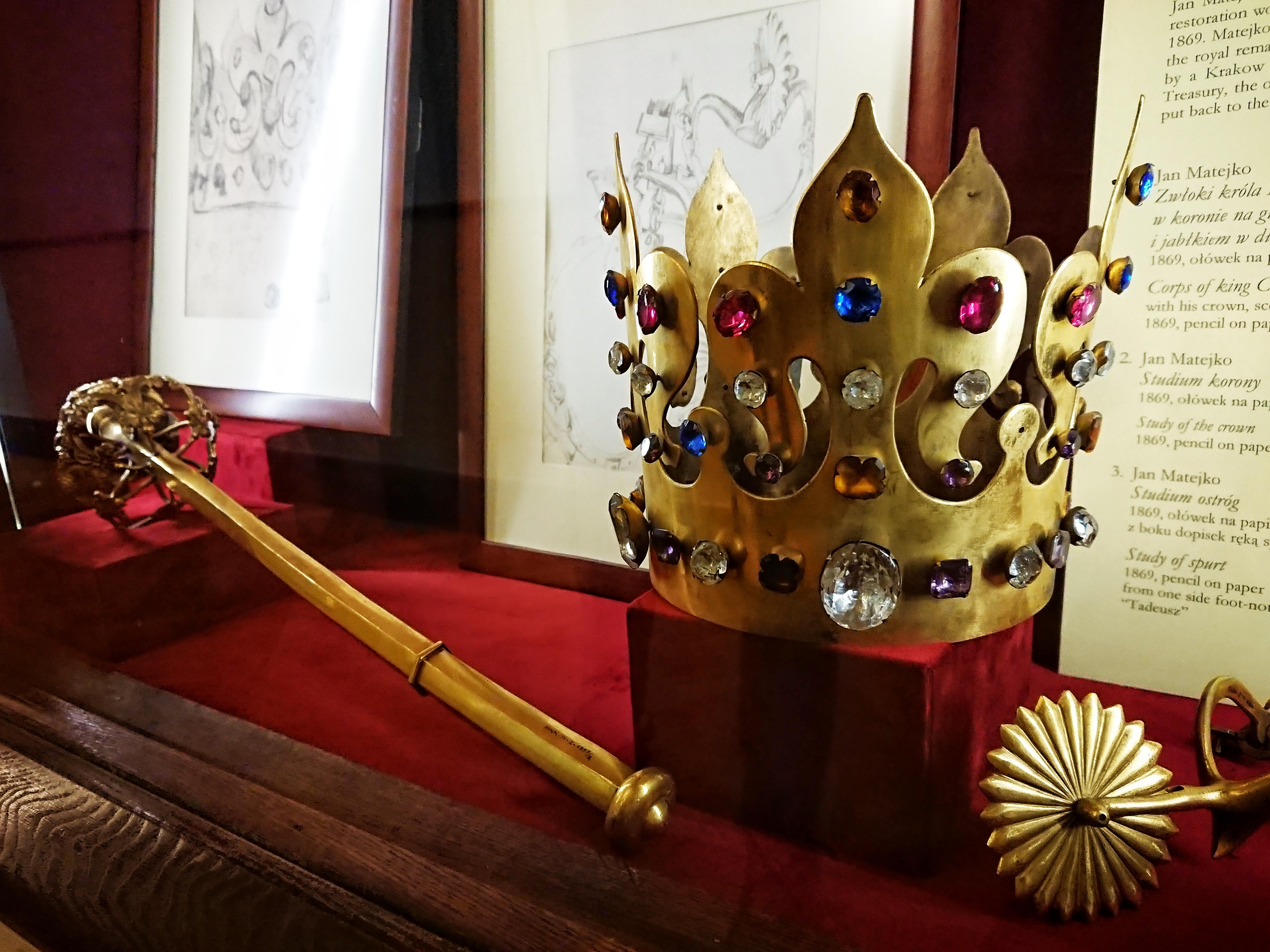 Replika korony i berła z grobu króla Kazimierza Wielkiego na ekspozycji w Domu Matejki, źródło: archiwum autorki