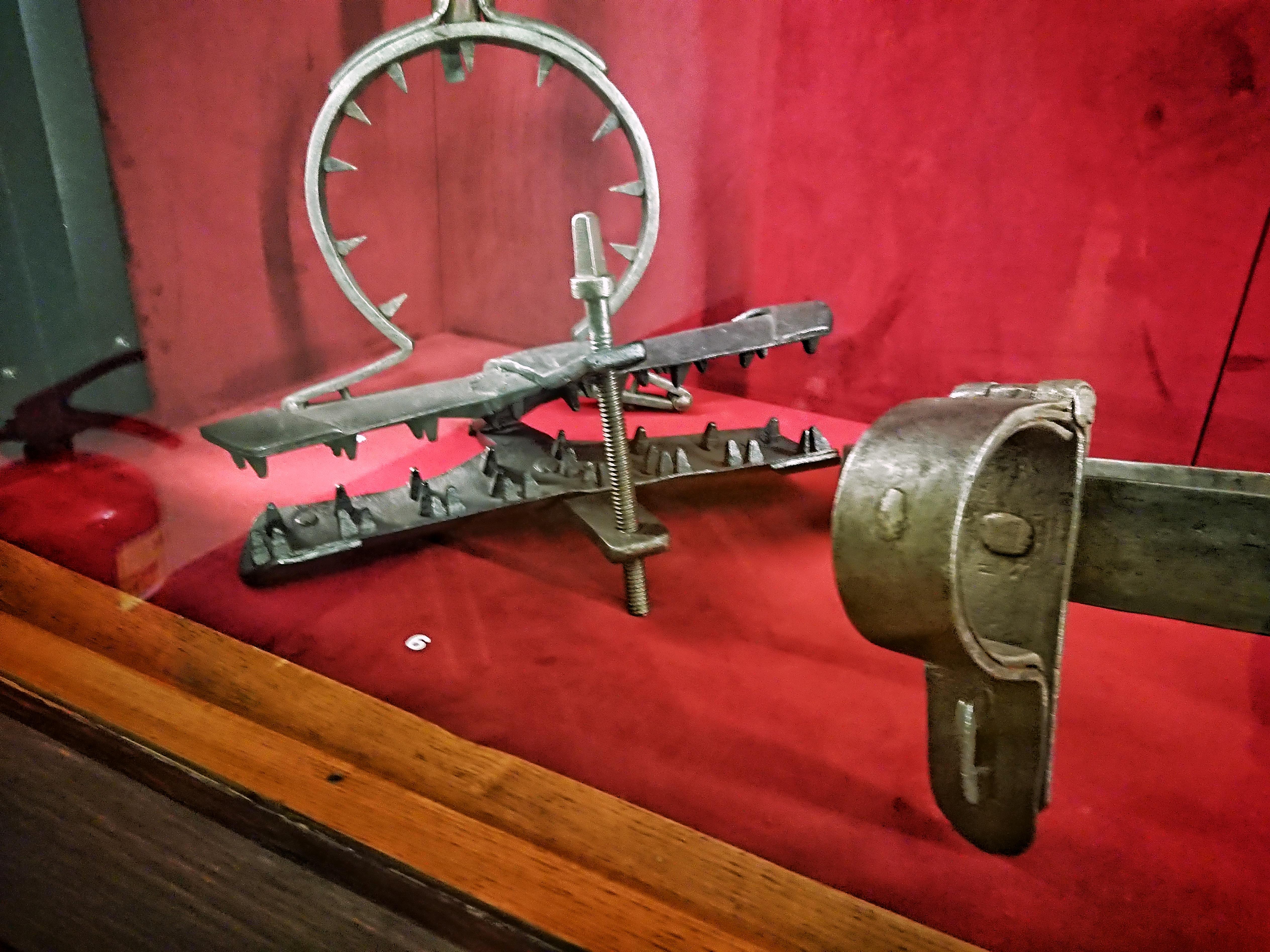 Narzędzia tortur na ekspozycji w Domu Jana Matejki, źródło: archiwum autorki