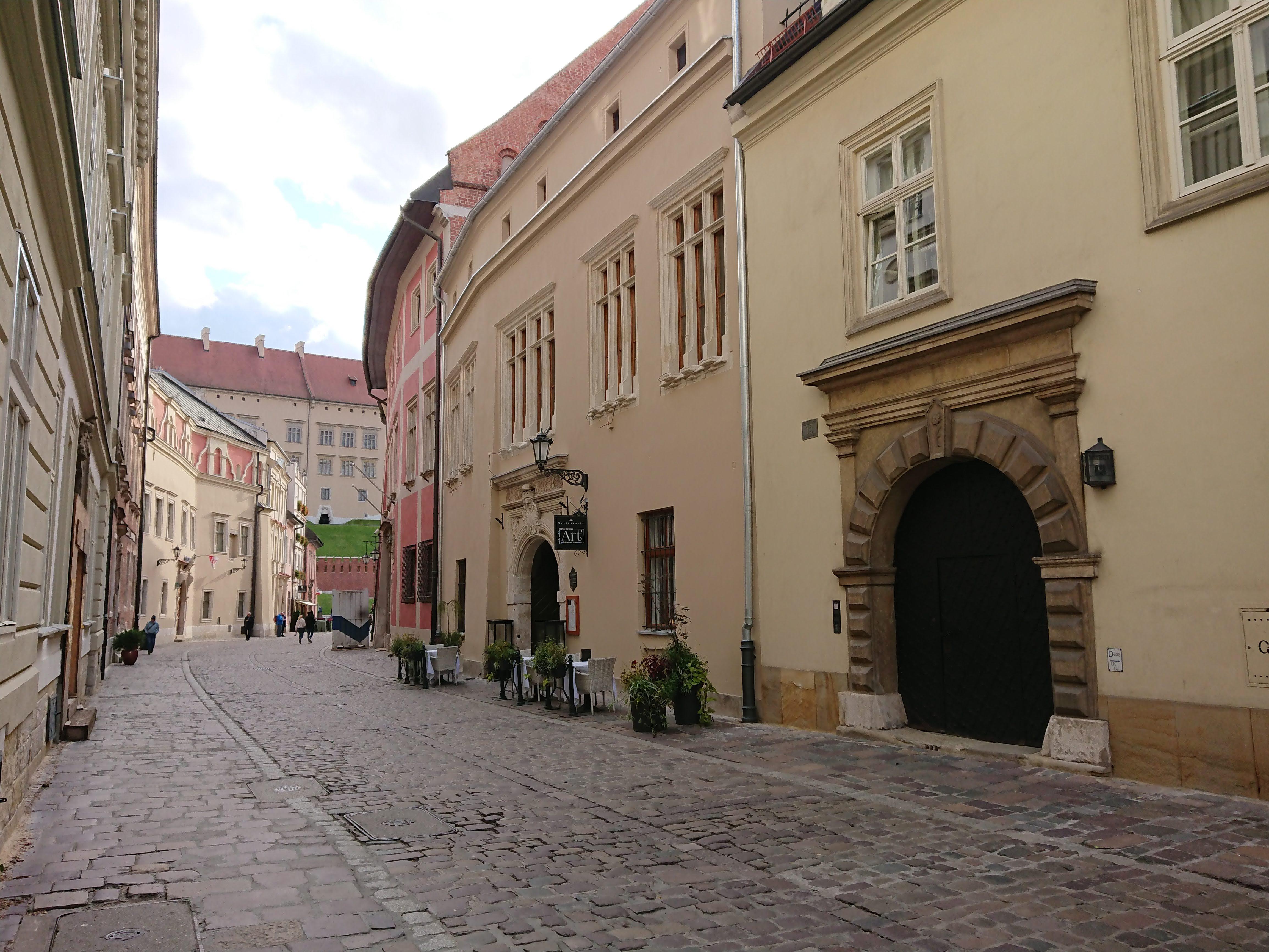 Ulica Kanonicza i widok na Pałac Biskupa Erazma Ciołka, źródło: archiwum autorki