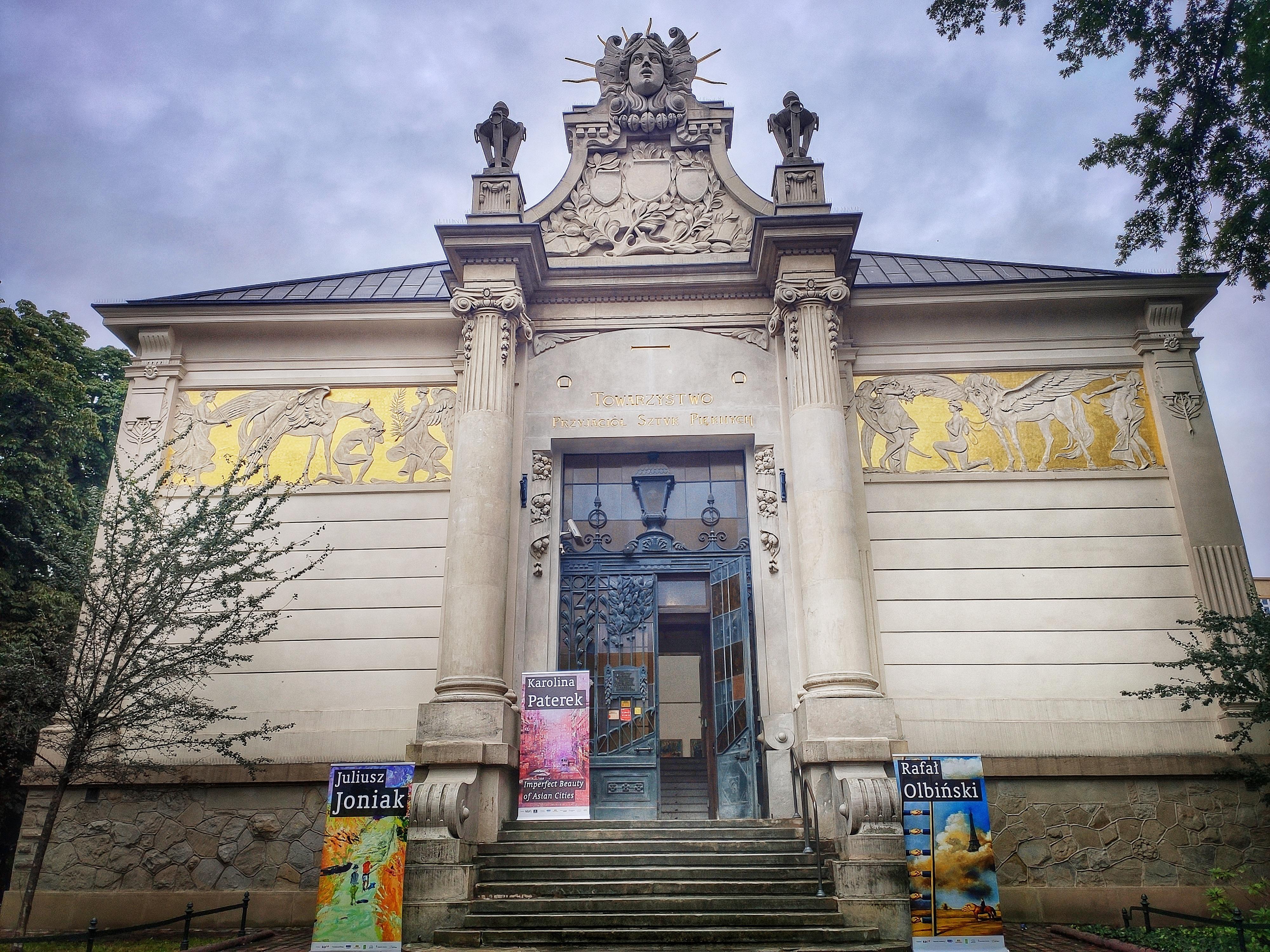 Wejście główne do Gmachu Towarzystwa Przyjaciół Sztuk Pięknych, źródło: archiwum autorki